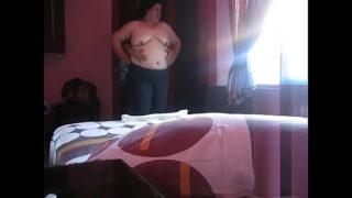 porno de jovencitas: madura barrigona follando con joven